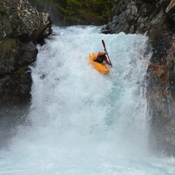 Array (     [id] => 1172     [id_producto] => 20     [imagen] => 1172_kayak-extremo.jpg     [orden] => 100 )